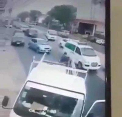 ¡Heroico! Un hombre atrapó al asaltante de una embarazada