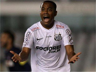 Santos suspende fichaje de Robinho tras presiones por su condena en Italia