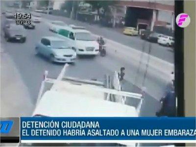 Conductor de camión y su acompañante persiguieron y detuvieron a asaltante