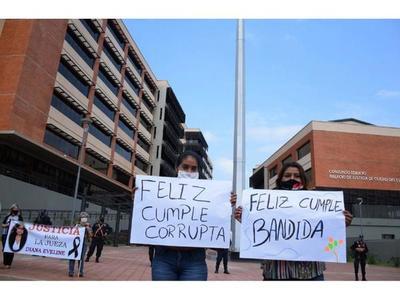 Escrache a  ministra Bareiro en inauguración de sede judicial