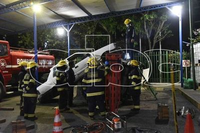 Bomberos de Asunción realizaron prácticas nocturnas