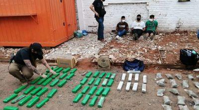 Detienen a tres hombres que ocultaban marihuana entre bolsas de mandioca
