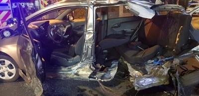 HOY / Violento accidente destroza vehículos, pero ocupantes se salvan