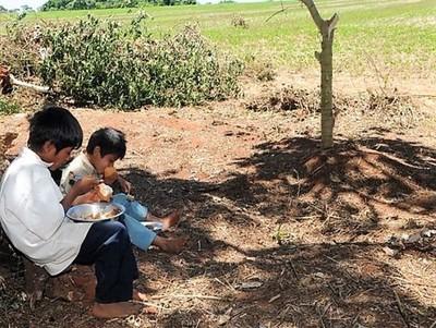 Informe reprende la política social estatal y lamenta la pobreza que castiga con fuerza a la niñez