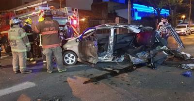 La Nación / Milagro: violento accidente destroza vehículos y los ocupantes salen ilesos