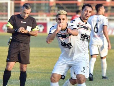¿Se va Diego Churín y llega Sergio Bareiro?