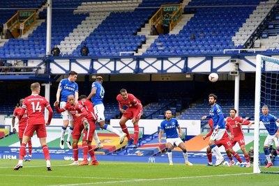 Everton empató con Liverpool y sigue líder de la Premier League