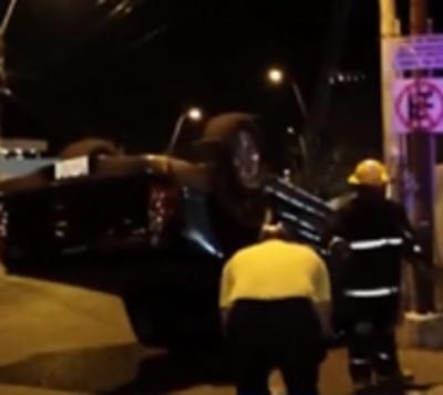 Colisión sobre España resulta con conductores ilesos