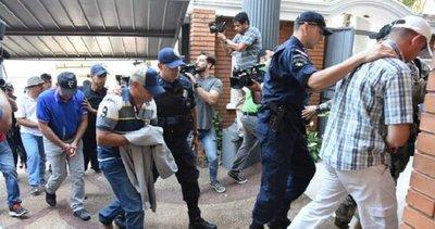 Acusan a 19 policías vinculados al narcotráfico
