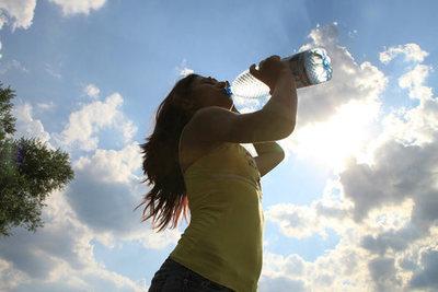 Ante intenso calor es crucial mantener una buena hidratación corporal