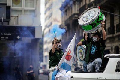 Sindicatos peronistas hacen en Argentina caravana de apoyo al Gobierno
