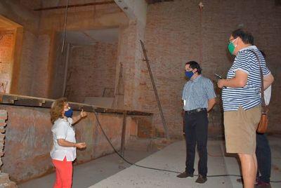 Artista Diego Sánchez Hasee, visitó el emblemático teatro municipal de Villarrica