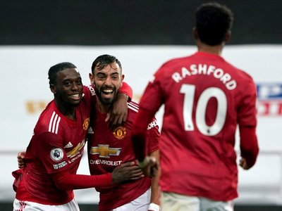 Manchester United golea al Newcastle de Almirón