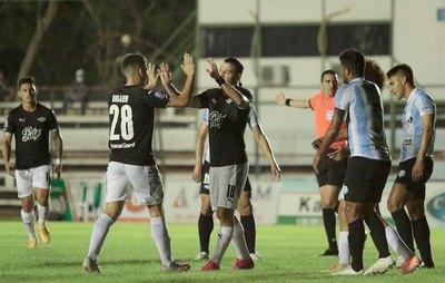 """Crónica / Guma """"Sebas"""" para arriba con su tremendo goleador"""