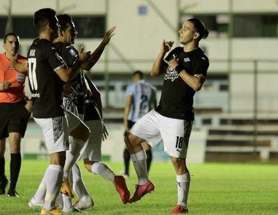 Sólido debut de Libertad con goleada