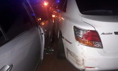 Borracha choca contra vehículo estacionado