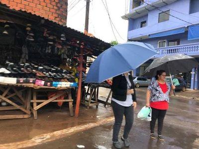 Domingo caluroso y húmedo con lluvias dispersas
