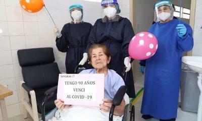 Abuelita de 90 años vence al covid tras 14 días de batalla en el hospital