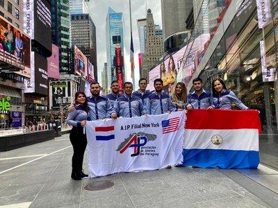 Asociación de Jinetes del Paraguay filial en Nueva York presentes en la misa de la Hispanidad