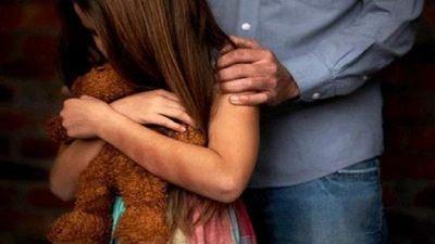 Condenan a 11 años de prisión a padrastro abusador