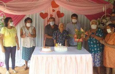Abuela celebra 107 años en Itacurubí del Rosario