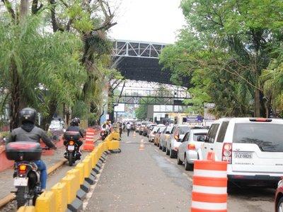Intenso movimiento se observa en el Puente de la Amistad