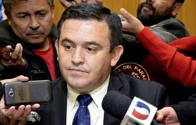 Gremialista lamenta continuidad de Eduardo Petta al frente del MEC