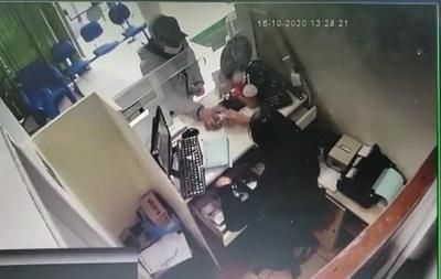 Dos bandidos asaltan cooperativa Comar y roban caudal y celular – Diario TNPRESS