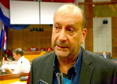 Titular de Congreso admite que la tendencia es que Castiglioni vaya al MIC