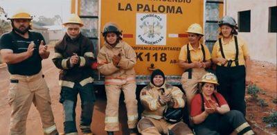 Con su rap, joven de La Paloma rinde homenaje a los bomberos de su comunidad