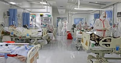 La Nación / Cesárea de urgencia para embarazada con COVID-19: Madre y bebé están en terapia
