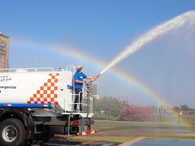 Itaipú entregó 5 camiones hidrantes a la SEN