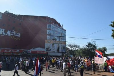 Encarnacenos pidieron patriotismo y conciencia a las autoridades