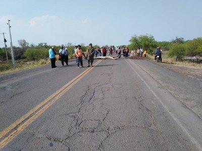 Indígenas cierran ruta Transchaco en reclamo de asistencia
