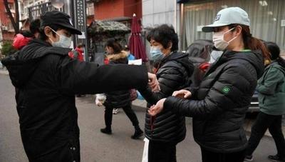 HOY / La OMS dice que Asia controló la pandemia porque no se relajó