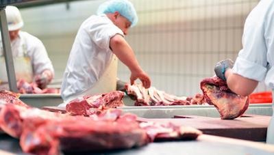 Suba del dólar impacta en los precios de la carne local