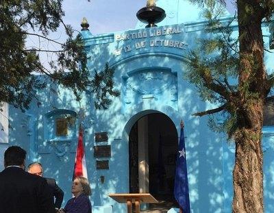 Crónica / Violentan tumba de expresidentes chovy