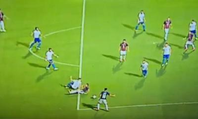 """""""El árbitro dijo que no fue penal antes de irse al VAR"""" – Prensa 5"""