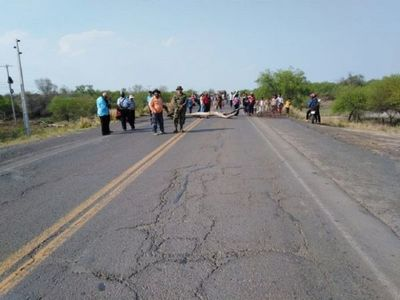 Comunidades Indígenas cierran ruta Transchaco en reclamo de asistencia