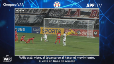 Olimpia-Nacional: el audio del VAR en las rojas, penal y offside