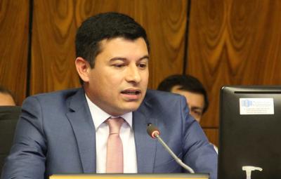 Oñemose Mario Vega tras el escándalo judicial y nombran a doñita mientras tanto
