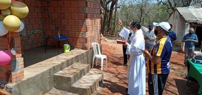 Voluntarios construyen casa a artesano que vivía en precarias condiciones