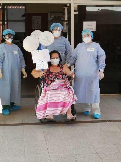 Paciente adulta recibió alta tras tres semanas de internación en Clínicas