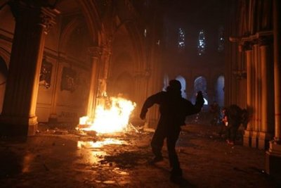 Polémica en Chile tras aparición de un funcionario de la Armada involucrado en el incendio a la Iglesia de Carabineros