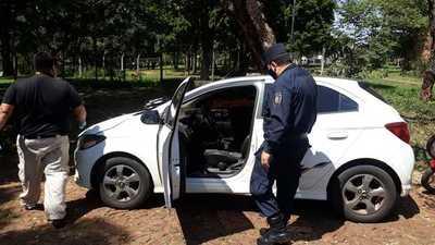 Banda criminal toma de rehén a joven y lo despoja de su auto, dinero y celular