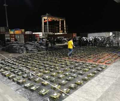 Hallan más de 2.300 kilos de cocaína en bolsas de carbón