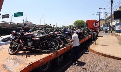"""MOPC retira motos """"chatarras"""" que fueron abandonadas en el corralón de la Caminera – Diario TNPRESS"""