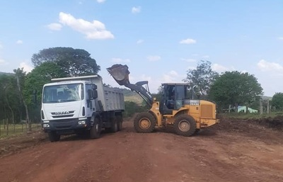 Caazapá: Realizan mejoras de caminos vecinales