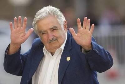 El expresidente uruguayo José Mujica renuncia al Senado y se retira de la política activa