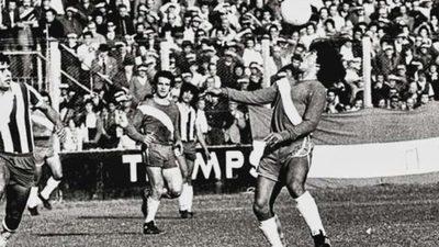 Se cumplen 44 años del debut de Maradona